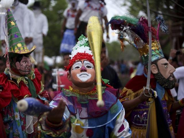 Средневековые жонглеры